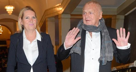 """""""Można było uczyć się od niego, jak cieszyć się życiem"""" - tak zmarłego w nocy Jerzego Gruzę wspomina w rozmowie z RMF FM jego przyjaciółka i aktorka Tatiana Sosna-Sarno. Reżyser zmarł w wieku 87 lat."""