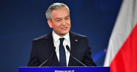 Doprowadzę do tego, żeby konstytucyjny zapis o zrównoważonym rozwoju Polski stał się rzeczywistością, a nie tylko pustą deklaracją - mówił kandydat Lewicy na prezydenta Robert Biedroń podczas konferencji prasowej w Lubinie.