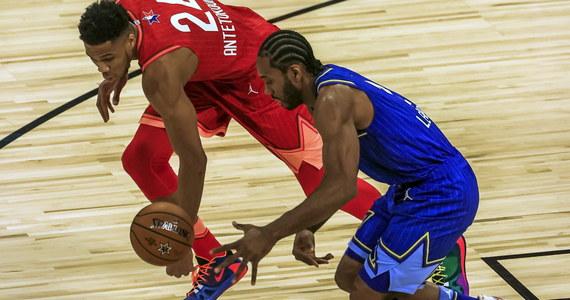 W 69. Meczu Gwiazd ligi NBA drużyna LeBrona Jamesa pokonała w niedzielę w Chicago ekipę Giannisa Antetokounmpo 157:155. Najlepszym koszykarzem spotkania, podczas którego upamiętniono tragicznie zmarłego Kobe'ego Bryanta, został skrzydłowy zwycięzców Kawhi Leonard.