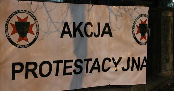 Strajkowy poranek na Śląsku. Przez dwie godziny górnicy prowadzili ostrzegawczy protest w kopalniach Polskiej Grupy Górniczej. Po wszystkim poszli złożyć wizytę parlamentarzystom ze Śląska. To nie koniec manifestacji w tym miesiącu.