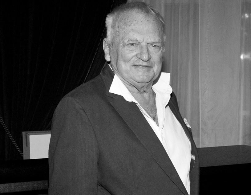 - To człowiek, który dysponował nadmiarem talentu. Jego śmierć urwała kawałek serca przyjaciołom, polskiej telewizji, ale też Warszawie - powiedział PAP w niedzielę, 16 lutego, aktor Jan Nowicki wspominając zmarłego reżysera i scenarzystę Jerzego Gruzę.