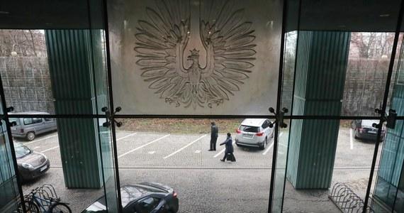 """""""Przepisy nie przewidują możliwości wycofania poparcia dla kandydata na członka KRS po formalnym zgłoszeniu kandydatury Marszałkowi Sejmu"""" - napisał w opinii ekspert Biura Analiz Sejmu. Wynika z tego jasno, że PRZED zgłoszeniem podpisy można było wycofać. Czy dlatego jeden z kandydatów pośpieszył się z formalnym zgłoszeniem?"""