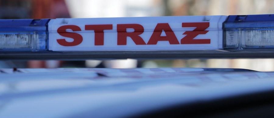 Dwie osoby trafiły do szpitala po pożarze mieszkania przy ulicy Leona Skibińskiego w Kielcach. W sumie z budynku ewakuowano sześć osób.