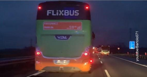 Policja przesłuchała kierowcę autobusu, który w piątek blokował przejazd karetce na autostradzie A4 pod Legnicą. Zdarzenie nagrał jeden z ratowników, a film umieścił w internecie.