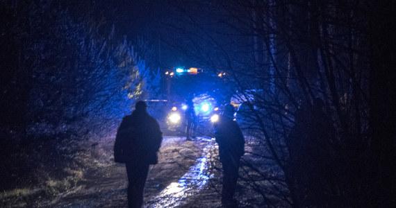 Dwaj policjanci zostali poważnie ranni po tym, jak próbowali wylegitymować mężczyzn przy drodze w okolicach Nowego Klępska koło Sulechowa w Lubuskiem. Funkcjonariusze trafili do szpitala. Zielonogórska policja prowadzi obławę za sprawcami.