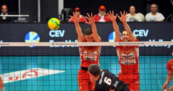 Siatkarze Jastrzębskiego Węgla przegrali w Belgii z VC Greenyard Maaseik 2:3 (23:25, 25:20, 25:19, 22:25, 8:15) w swoim ostatnim meczu grupowym Ligi Mistrzów. Jastrzębianie doznali pierwszej porażki, wcześniej zapewnili sobie awans do ćwierćfinału z pierwszego miejsca.