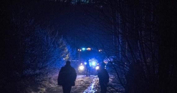 Zielonogórscy policjanci zatrzymali w nocy mężczyzn, którzy wczoraj wieczorem potrącili dwóch funkcjonariuszy w trakcie próby wylegitymowania. Uciekinierzy ukrywali się w mieszkaniu partnerki jednego z nich. Kobieta również trafiła do policyjnego aresztu.
