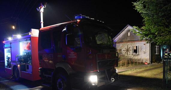 W pożarze budynku w miejscowości Leżachów na Podkarpaciu zginął 30-letni mężczyzna. Ranne zostało 2-letnie dziecko, które w ciężkim stanie trafiło do szpitala - poinformowała Ewelina Wrona z biura prasowego podkarpackiej policji.