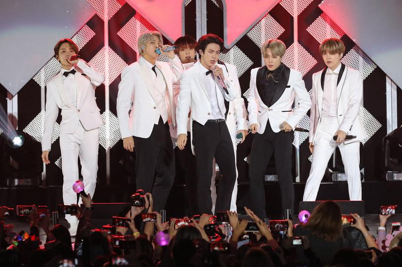 """Południowokoreańska grupa K-popowa zaprezentowała teledysk do utworu """"ON""""."""