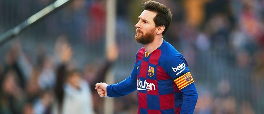 """Lionel Messi zdobył cztery gole i poprowadził Barcelonę do zwycięstwa nad Eibarem 5:0 w meczu 25. kolejki piłkarskiej ekstraklasy Hiszpanii. """"Prezydent Messi"""" - napisała po końcowym gwizdku gazeta """"Marca""""."""