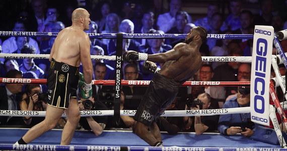 """Deontay Wilder, bokserski mistrz świata wagi ciężkiej federacji WBC - zdetronizowany. Amerykanin przegrał z Brytyjczykiem Tysonem Furym, który przeważał od początku starcia w Las Vegas. """"Gypsy King"""" stał się pierwszym pięściarzem w historii, który pokonał Wildera i tym samym odzyskał pas mistrza świata wagi ciężkiej federacji WBC."""