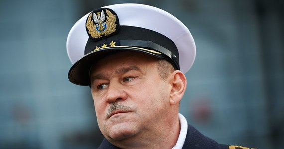 """""""Od 35 lat próbujemy czy udajemy, że chcemy pozyskać nowe okręty podwodne i w dalszym ciągu ich nie pozyskaliśmy. (…) Seneka powiedział kiedyś, że jak nie wiesz, do jakiego portu płyniesz, to żaden wiatr nie jest dobry. I wydaje mi się, że w tej chwili mamy taką sytuację"""" – tak o stanie Marynarki Wojennej mówi RMF FM kontradmirał Mirosław Mordel. To pierwszy wywiad byłego Inspektora Marynarki Wojennej od czasu głośnej dymisji w czerwcu 2018 roku."""