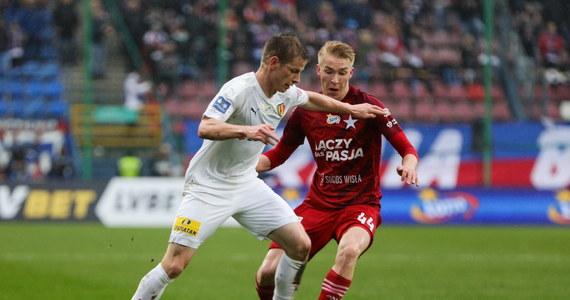 Piłkarze Wisły Kraków pokonali 2:0 Koronę Kielce w niedzielnym meczu 23. kolejki ekstraklasy. Na listę strzelców wpisali się Aleksander Buksa i Jakub Błaszczykowski.
