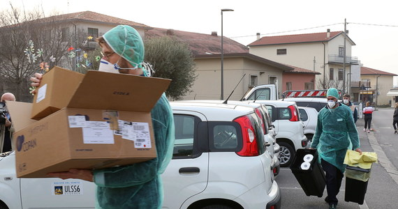 Nawet o 1700 proc. podrożały we Włoszech środki dezynfekcyjne i maseczki ochronne z powodu alertu wywołanego przez koronawirusa - ostrzega organizacja obrony praw konsumentów. Takie podwyżki odkryła ona na wielu popularnych portalach sprzedaży internetowej.