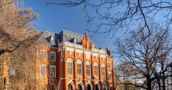Studentki i studenci Uniwersytetu Jagiellońskiego w Krakowie oskarżają wykładowcę Macieja M. o dyskryminację i molestowanie. W sprawie toczy się postępowanie wyjaśniające. Wykładowca został odsunięty od prowadzenia zajęć ze studentami.