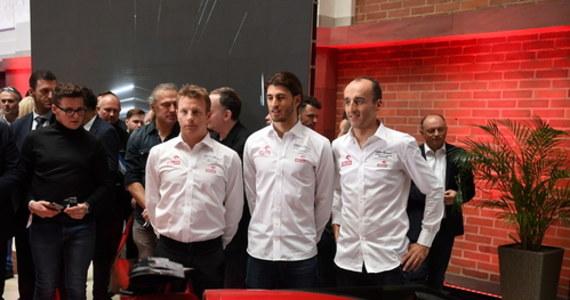 """Robert Kubica jest zadowolony po ubiegłotygodniowych oficjalnych testach w Barcelonie. Polski kierowca wyścigowy będzie w tym sezonie kierowcą rezerwowym i testowym Alfa Romeo Racing Orlen w mistrzostwach świata Formuły 1. """"Wygląda, że będzie trochę łatwiej niż przed rokiem"""" - zaznaczył."""