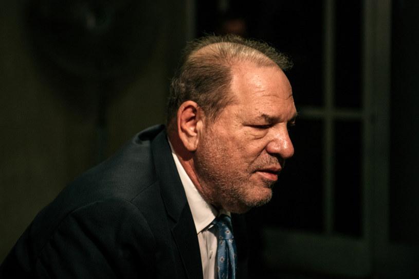 Magnat filmowy Harvey Weinstein jest winny wymuszenia aktu seksualnego w 2006 roku i gwałtu, do którego doszło w 2013 roku - zdecydowali w Nowym Jorku w poniedziałek, po pięciu dniach obrad, członkowie ławy przysięgłych.