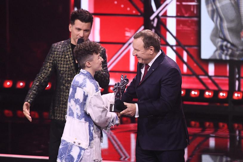 """Trzecią edycję """"The Voice Kids"""" oglądało średnio 2,48 mln osób, o 410 tys. widzów więcej względem pokazywanej rok temu drugiej odsłony widowiska. TVP2 w czasie emisji programu była zdecydowanym liderem rynku."""