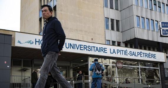 Ministerstwo zdrowia Francji potwierdziło w środę drugi przypadek śmiertelny wśród zakażonych koronawirusem w tym kraju. We Francji odnotowano dotąd 17 zakażeń. Od wtorku liczba zakażonych wrosła o trzy osoby - podał wiceminister zdrowia Jerome Salomon.