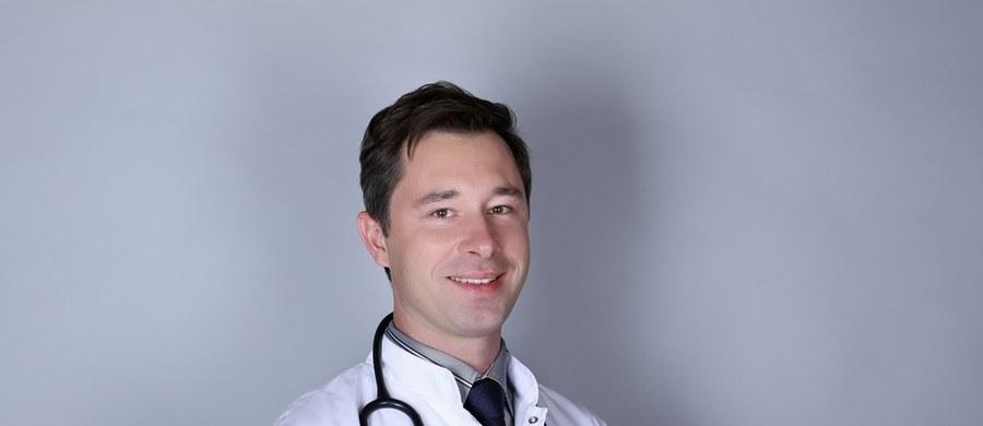 """""""Czasem nie jesteśmy pewni, czy boli nas żołądek, czy inne narządy. Ale jeżeli jest ból brzucha, który trwa długo, który się nasila, który towarzyszy innym nieprawidłowościom, powinniśmy wtedy nie tyle szukać sposobu, jak się pozbyć bólu, ale szukać jego przyczyny"""" – mówił w rozmowie z RMF FM nasz ekspert, dr n. med. Sławomir Krzemiński - gastrolog, hepatolog i internista. Odpowiadał na pytania internautów. W tym tygodniu w cyklu """"Twoje Zdrowie w Faktach RMF FM"""" mówiliśmy o problemach z żołądkiem."""