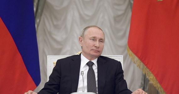 Władze Ukrainy nigdy nie odzyskają kontroli nad opanowanymi przez separatystów terenami na wschodzie kraju - uważa Władisław Surkow, były doradca prezydenta Rosji Władimira Putina. Jego wypowiedzi opublikował w środę jeden z rosyjskich portali internetowych.