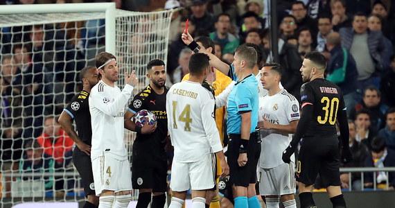Juventus Turyn, w którego bramce całe spotkanie rozegrał Wojciech Szczęsny, niespodziewanie przegrał na wyjeździe z Olympique Lyon 0:1 w pierwszym meczu 1/8 finału piłkarskiej Ligi Mistrzów. Real Madryt uległ z kolei u siebie Manchesterowi City 1:2.