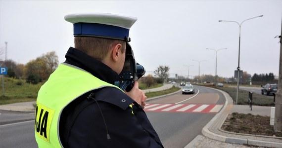 """W czwartek rano rozpoczęła się policyjna akcja """"Prędkość"""". Na drogach w całej Polsce pojawią się m.in. policjanci z grup SPEED, którzy używają najnowszych pojazdów z wideorejestratorami oraz ręcznych mierników prędkości z wizualizacją."""
