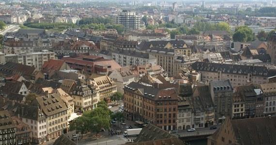 Pięć osób poniosło śmierć, a siedem odniosło obrażenia w pożarze, do którego doszło w nocy ze środy na czwartek w budynku w Strasburgu na północnym wschodzie Francji. Pożar już opanowano, ale wciąż nieznana jest jego przyczyna.