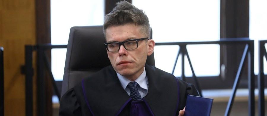 """""""Zarzut jest w mojej ocenie całkowicie bzdurny"""" - mówi w RMF FM sędzia Igor Tuleya. Prokuratura zwróciła się do Izby Dyscyplinarnej Sądu Najwyższego o uchylenie mu immunitetu. Sędzia ma usłyszeć zarzut związany z posiedzeniem, podczas którego uchylił decyzję prokuratury o umorzeniu śledztwa ws. słynnego głosowania w Sali Kolumnowej Sejmu w grudniu 2016 roku."""