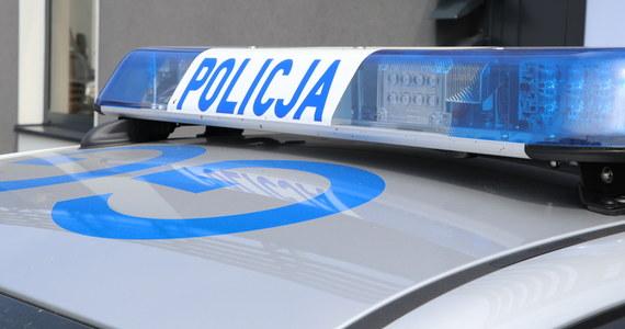 Policjanci zatrzymali 43-letniego mężczyznę, który może mieć związek z zabójstwem 40-latka w Krakowie-Prokocimiu. Zaatakowany zgłosił się do przychodni przy ul. Teligi z ranami kłutymi, lekarze nie zdołali go uratować.