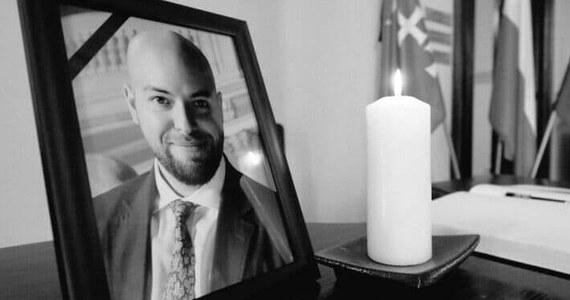 Śledztwo w sprawie śmierci gdańskiego radnego PiS Dawida Krupeja wszczęła Prokuratura Rejonowa Warszawa-Żoliborz. Ze wstępnych ustaleń prokuratury nie wynika, żeby śmierć pokrzywdzonego była wynikiem działania osób trzecich.