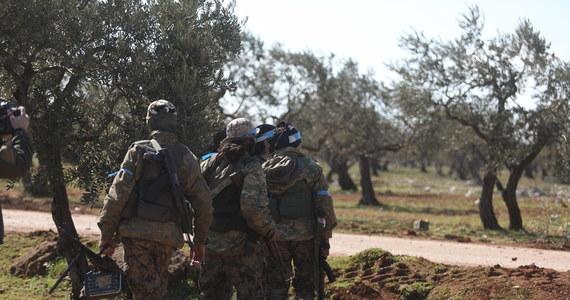Władze Turcji podały w nocy z czwartku na piątek nowy bilans strat w syryjskiej prowincji Idlib, gdzie prowadzą interwencję. W wyniku nalotów przeprowadzonych w czwartek przez siły syryjskie w Idlibie zginęło w sumie 33 tureckich żołnierzy - poinformowano.