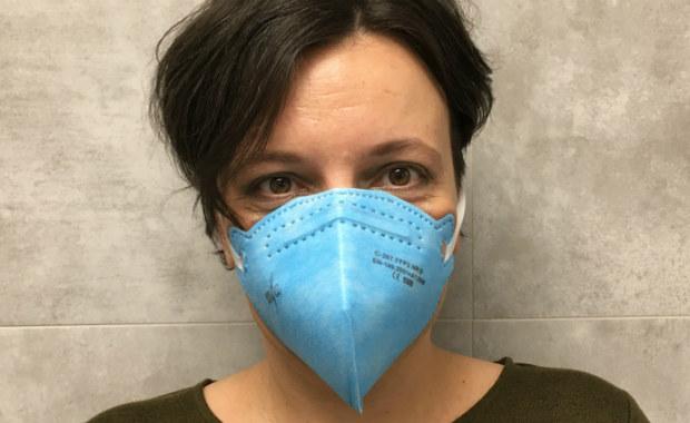 Noszenie ochronnej maski typu chirurgicznego ma sens tylko wówczas, gdy opiekujemy się chorym, sami jesteśmy zakażeni koronawirusem 2019-nCoV albo podejrzewamy u siebie zakażenie. Maski są skuteczne tylko w połączeniu z innymi środkami ochronnymi, zwłaszcza myciem rąk – radzą eksperci na stronie Światowej Organizacji Zdrowia.