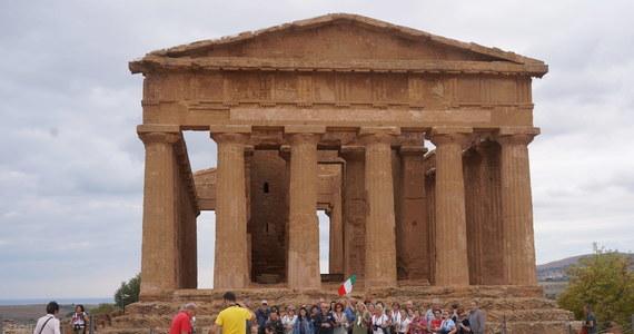 """Burmistrz Agrigento na Sycylii, miasta bogatego w doskonale zachowane zabytki starożytności, w tym pozostałości po greckich świątyniach zaapelował do turystów, by tam przybywali. Przekonuje, że nie ma tam koronawirusa, a """"piękno nie ma kwarantanny""""."""