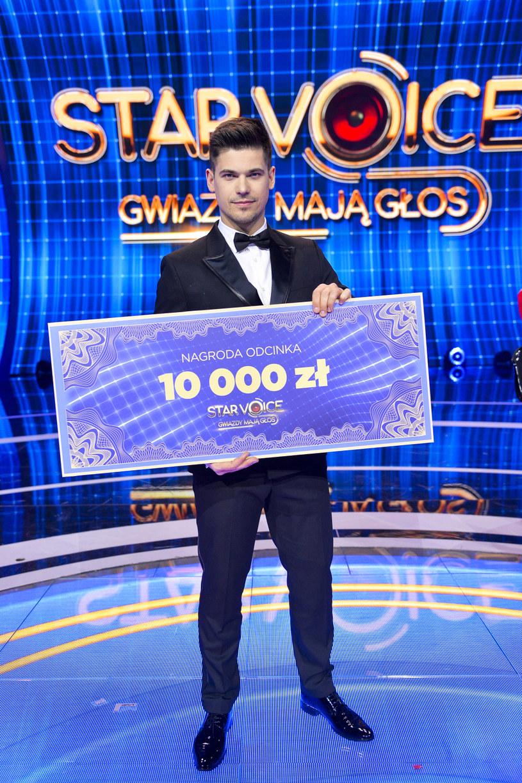 """W piątek, 28 lutego na antenie TVP2 wyemitowano pierwszy odcinek programu """"Star Voice. Gwiazdy mają głos""""."""