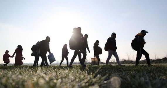 Grecka policja w niedzielę użyła gazu łzawiącego wobec kilkuset migrantów z Turcji, którzy próbowali sforsować granicę grecko-turecką na przejściu w Kastanie i rzucali w funkcjonariuszy kamieniami - podały media. Starcia w tym regionie trwają już drugi dzień.
