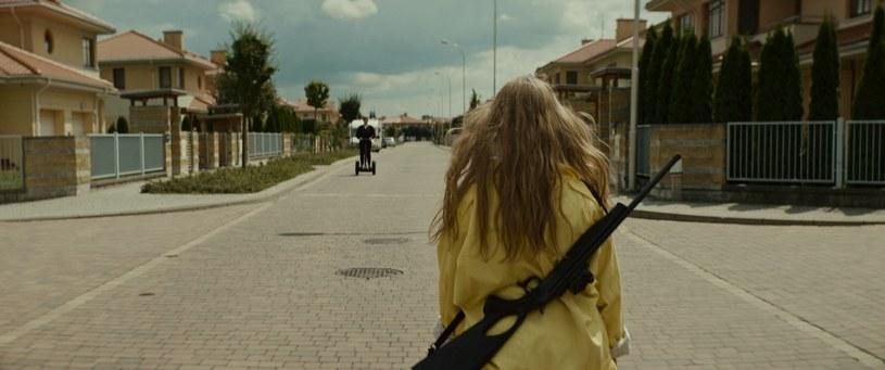 """Przedpremierowy pokaz filmu """"Eastern"""", z udziałem reżysera Piotra Adamskiego oraz aktorek - Mai Pankiewicz i Pauliny Krzyżańskiej, odbędzie się 10 lutego w Kinie Pod Baranami w Krakowie."""
