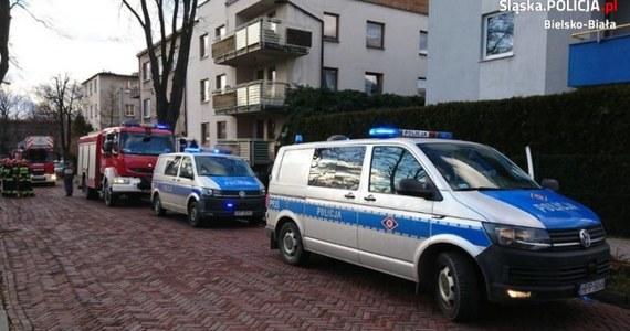 6-letnia dziewczynka spacerowała po dachu trzypiętrowego domu w Bielsku-Białej. Zobaczyli ją sąsiedzi i zadzwonili po policję. Matka dziecka była pijana – miała ponad 2 promile alkoholu w organizmie. Dziewczynce nic się nie stało. 36-letniej matce grożą trzy lata więzienia.