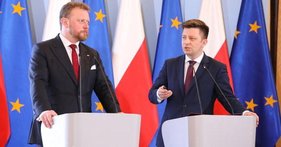 Specustawa ws. koronawirusa daje realne narzędzia, by skutecznie przygotowywać kraj i administrację na zbliżanie się choroby oraz walkę z nią - powiedział we wtorek w Warszawie szef KPRM Michał Dworczyk na wspólnej konferencji z ministrem zdrowia.