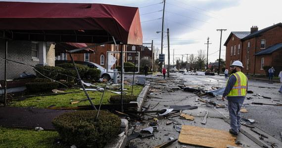 Co najmniej 22 osoby zginęły w wyniku tornada, które w nocy z poniedziałku na wtorek przeszło przez amerykański stan Tennessee na południowym wschodzie USA - poinformował sztab zarządzania kryzysowego w tym stanie. Zniszczonych jest 40 budynków.