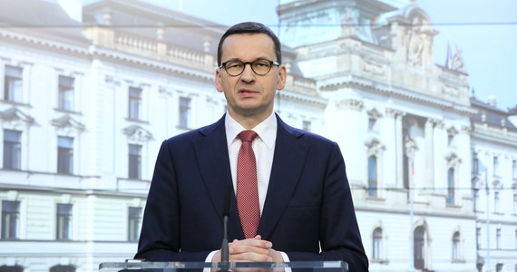 W kwestii koronawirusa bardzo ważna jest współpraca na forum Unii Europejskiej - oświadczył premier Mateusz Morawiecki w Pradze, po spotkaniu szefów rządów państw Grupy Wyszehradzkiej. Zaznaczył, że w Polsce zarejestrowano pierwszy przypadek zakażenia koronawirusem.