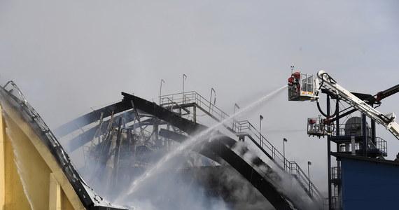 Prokuratura wszczęła śledztwo w sprawie pożaru na terenie portu w Gdyni. W czwartek spłonął tam magazyn ze zbożem. Strażacy przez wiele godzin walczyli z ogniem. Na razie nie wiadomo, co było przyczyną pożaru.