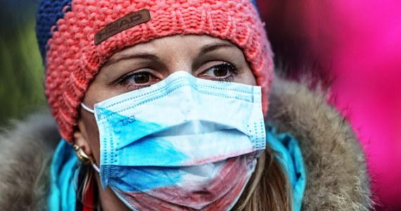 """Z danych na godzinę 7:00 wynika, że w Niemczech 534 przypadki zakażenia koronawirusem. """"Oczekujemy, że liczba ta będzie rosnąć. Trzeba zrozumieć, że nie możemy powstrzymać wirusa"""" – oświadczył szef Instytutu Kocha Lothar Wieler. Główny Inspektorat Sanitarny apeluje o unikanie dużych skupisk ludzkich w Niemczech."""