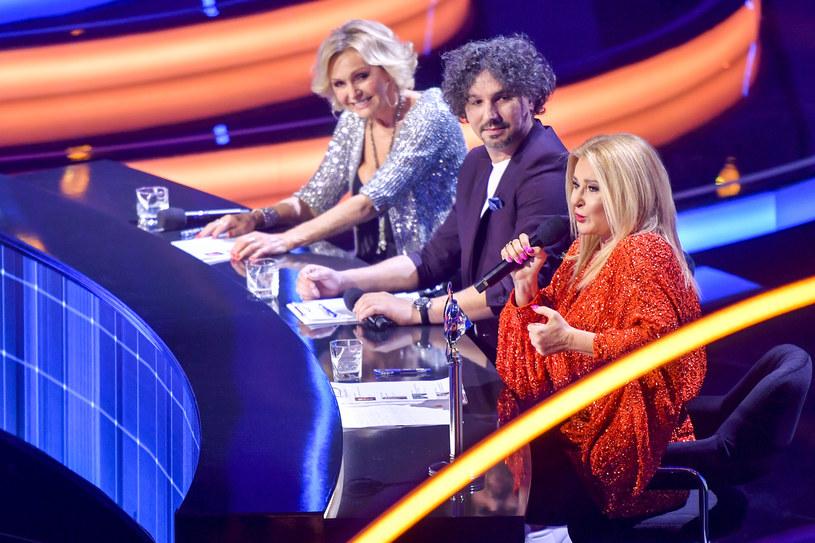 """Na razie na dwa tygodnie Telewizja Polska zawiesiła produkcję i emisję swego show """"Star Voice. Gwiazdy mają głos""""."""