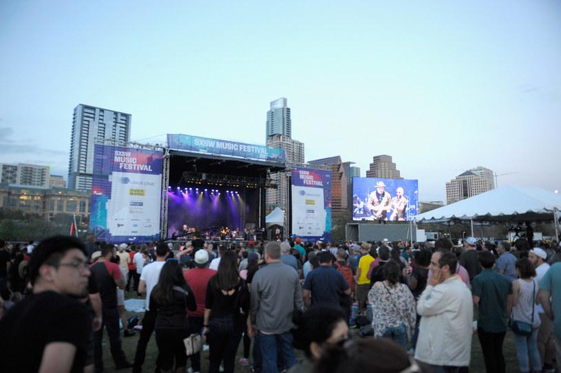 Odbywający się w Austin w Teksasie festiwal SXSW został odwołany. Organizatorzy i przedstawiciele miasta podjęli taką decyzję z powodu rosnących obaw związanych z epidemią koronawirusa.