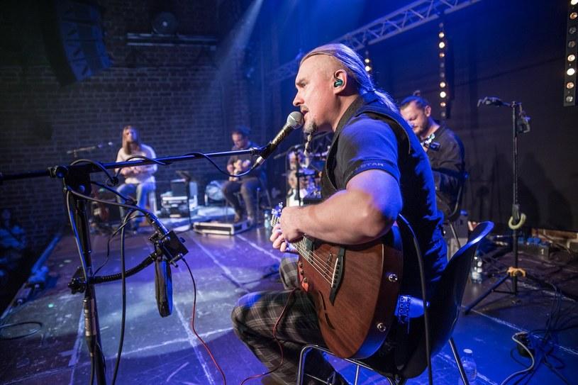 W przyszły poniedziałek (16 marca) kameralny koncert dla 150 osób w Szybie Bończyk da Maciej Balcar. Wydarzenie zakończy tegoroczną solową trasę wokalisty grupy Dżem.