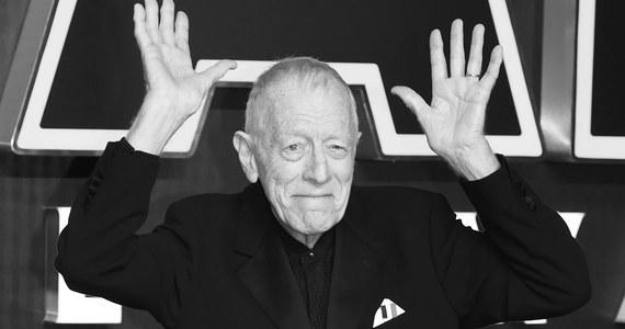 """Nie żyje Max von Sydow, legendarny szwedzki aktor, znany m.in. z ról w """"Siódmej pieczęci"""" Ingmara Bergmana, """"Egzorcyście"""" Williama Friedkina czy """"Diunie"""" Davida Lyncha. Artysta zmarł w swoim domu we Francji."""