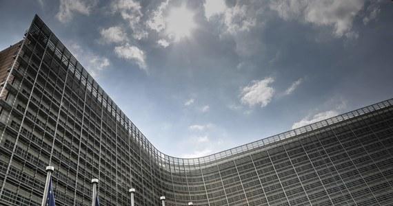 Około miliarda euro Polska będzie mogła wydać z unijnych pieniędzy na walkę z koronawirusem. Takie są wstępne szacunki polskiego rządu - dowiedziała się korespondentka RMF FM. Chodzi o pieniądze z ogłoszonego wczoraj  unijnego funduszu inwestycyjnego na walkę z wirusem, który docelowo ma wynosić 25 miliardów euro.