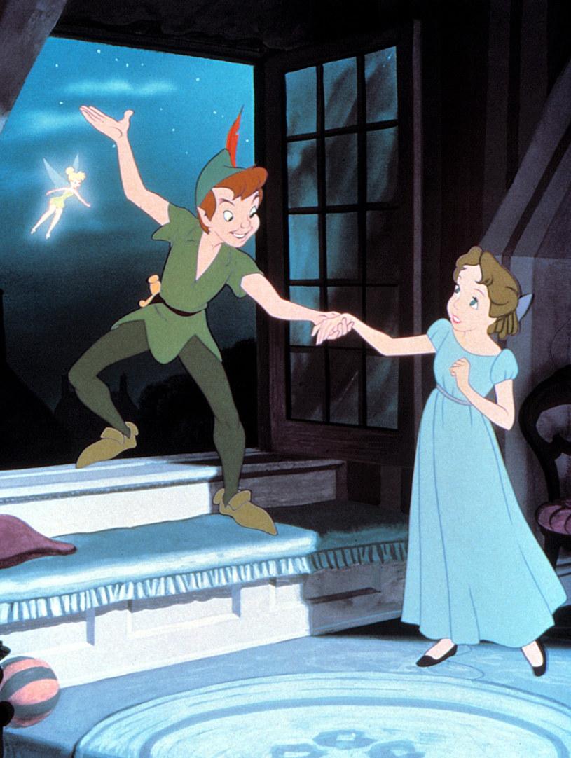 """Poznaliśmy obsadę filmu fabularnego """"Peter Pan & Wendy"""". Jak informuje portal """"Variety"""", w rolę Wendy wcieli się Ever Anderson, a jako Piotrusia Pana zobaczymy Alexandra Molony'ego. Film wyreżyseruje twórca animacji """"Mój przyjaciel smok"""" David Lowery."""