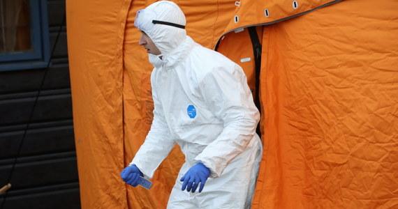 21 631 zakażeń i 1 007 ofiar śmiertelnych - to aktualny bilans pandemii SARS-CoV-2 w Polsce. W poniedziałek 25 maja poinformowano o 341 nowych zakażeniach w Polsce i 11 kolejnych ofiarach śmiertelnych. Na całym świecie natomiast liczba chorych na COVID-19 przekroczyła 5,4 milionów. Z powodu koronawirusa zmarło już ponad 340 tysięcy ludzi - najwięcej w USA, Wielkiej Brytanii i we Włoszech. Dane w artykule są na bieżąco aktualizowane.